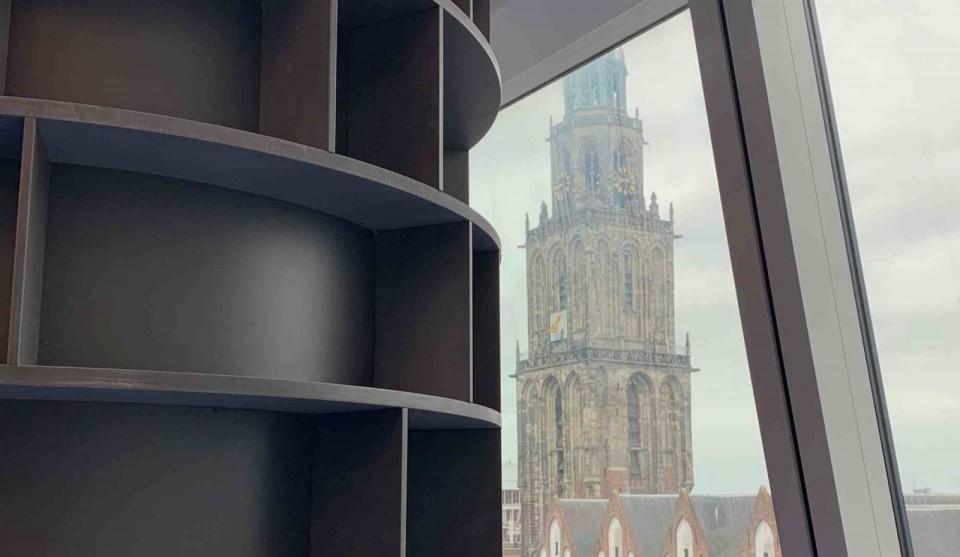 Ronde boekenkast Forum Groningen van Harryvan Interieurbouw
