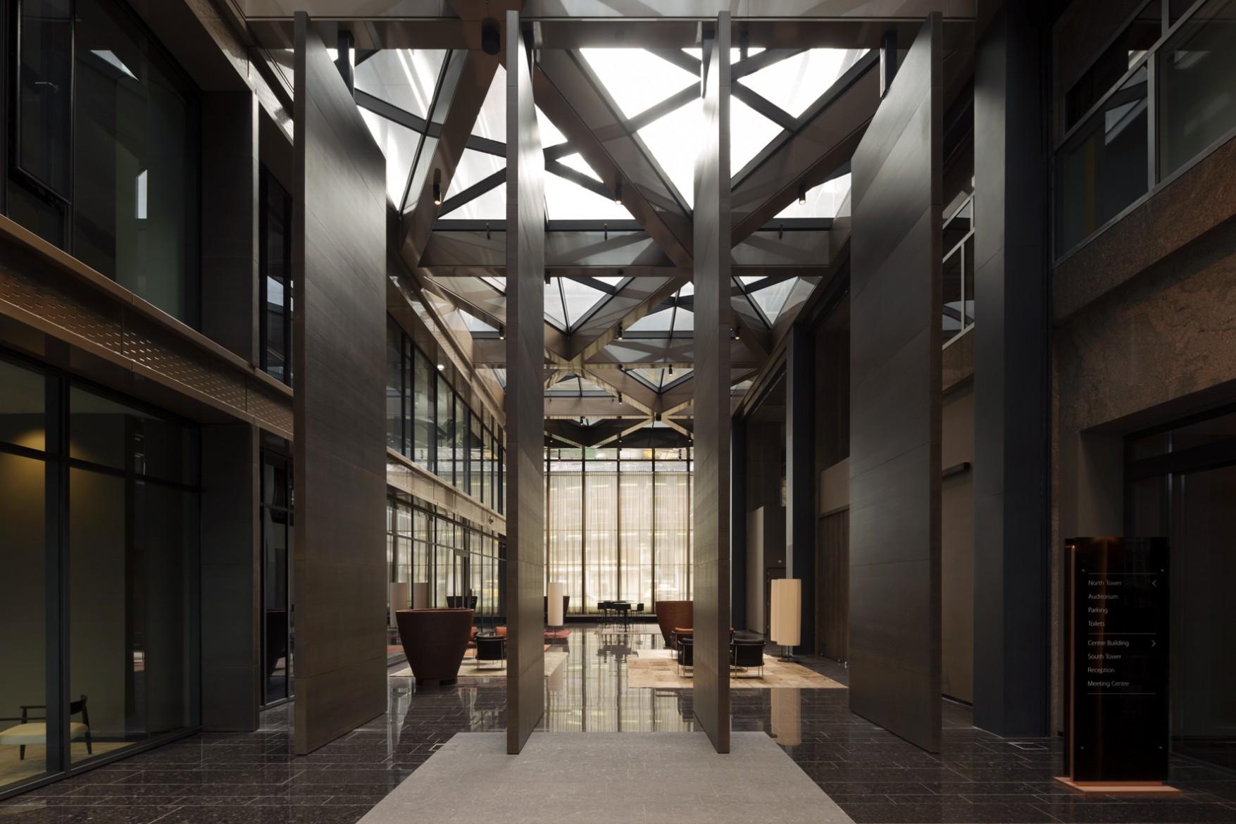 Door-Harryvan-gerealiseerde-taatsdeuren-bij-The-New-Atrium-in-Amsterdam_2-c-Fritsjurgens
